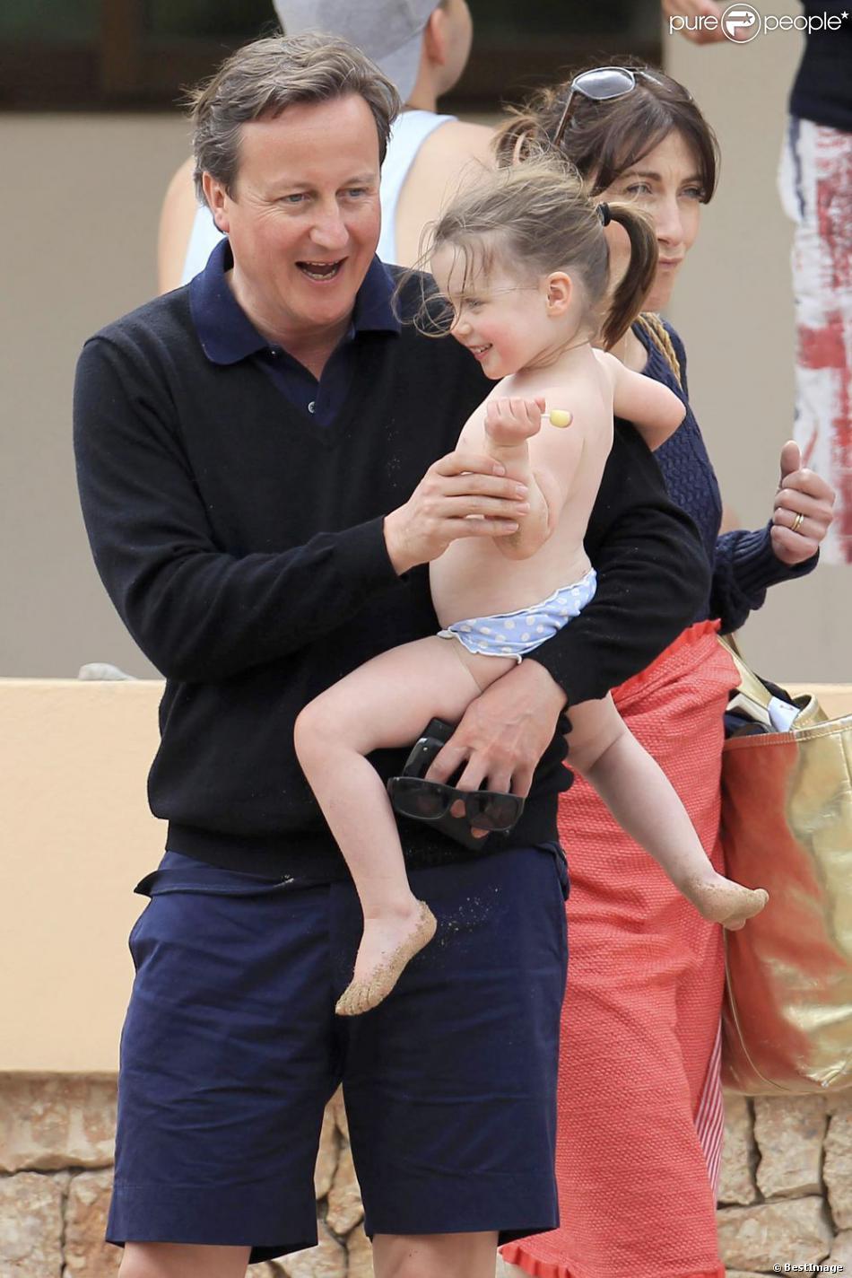Le Premier ministre anglais David Cameron en vacances avec sa femme Samantha et leurs enfants Nancy, Arthur et Florence à Ibiza le 27 mai 2013 - Exclusif