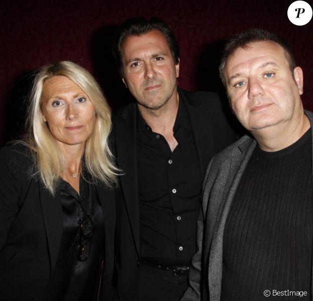 Marie Sara (fille d'Antoine Bourseiller), son mari Christophe Lambert et Christophe Bourseiller (fils de Antoine Bourseiller) lors de l'hommage à Antoine Bourseiller au studio des Champs-Élysées à Paris. Le 3 juin 2013.