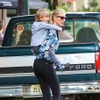 La superbe Karolina Kurkova passe du temps avec son fils Tobin à New York, le 5 Juin 2013.