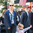 Karolina Kurkova passe du temps avec son fils Tobin qui a bien grandi ! A New York, le 5 Juin 2013.