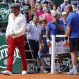Yannick Noah a joué les arbitres lors d'un match du Trophée des Légendes qui opposait Mansour Bahrami et Pat Cash à Guy Forget et Henri Leconte, le 5 juin 2013, à l'occasion du 30e anniversaire de sa victoire à Roland-Garros