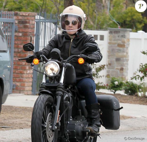 Exclusif - Pink fait de la moto avec son mari Carey Hart à Malibu, le 6 juin 2013.