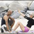 Laeticia, entraînement sur la plage de Malibu...