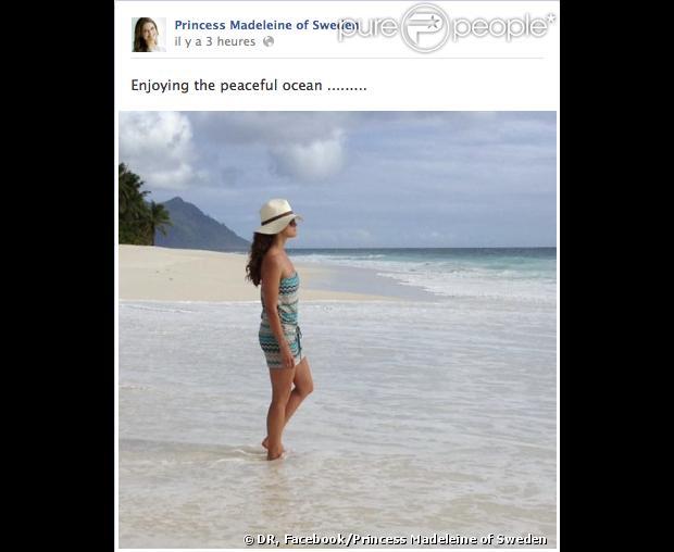 La princesse Madeleine de Suède les pieds dans l'eau sur une plage des Seychelles, lors de sa lune de miel avec son mari Chris O'Neill. Photo postée le 14 juin 2013, six jours après leur mariage, alors que des photos volées du couple au maillot ont été le même jour publiées par le tabloïd Expressen .