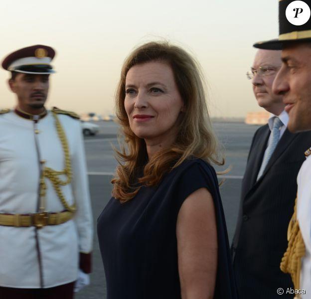Valérie Trierweiler à l'aéroport de Doha pour la visite officielle de son compagnon Francois Hollande au Qatar le 22 juin 2013.