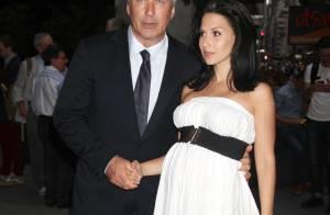 Alec Baldwin fait scandale : Il défend sa femme en insultant un journaliste