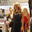 Paris Hilton en train de tourner une scène de la télé-réalité Les Ch'tis avec Hillary, Tressia, et Gaëlle où elles font du shopping au magasin Kitson, le 28 juin 2013 à Los Angeles