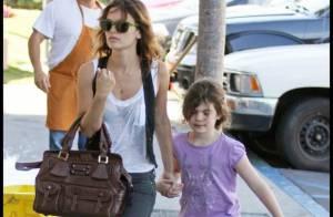 PHOTOS : Rachel Bilson est une babysitter de charme...