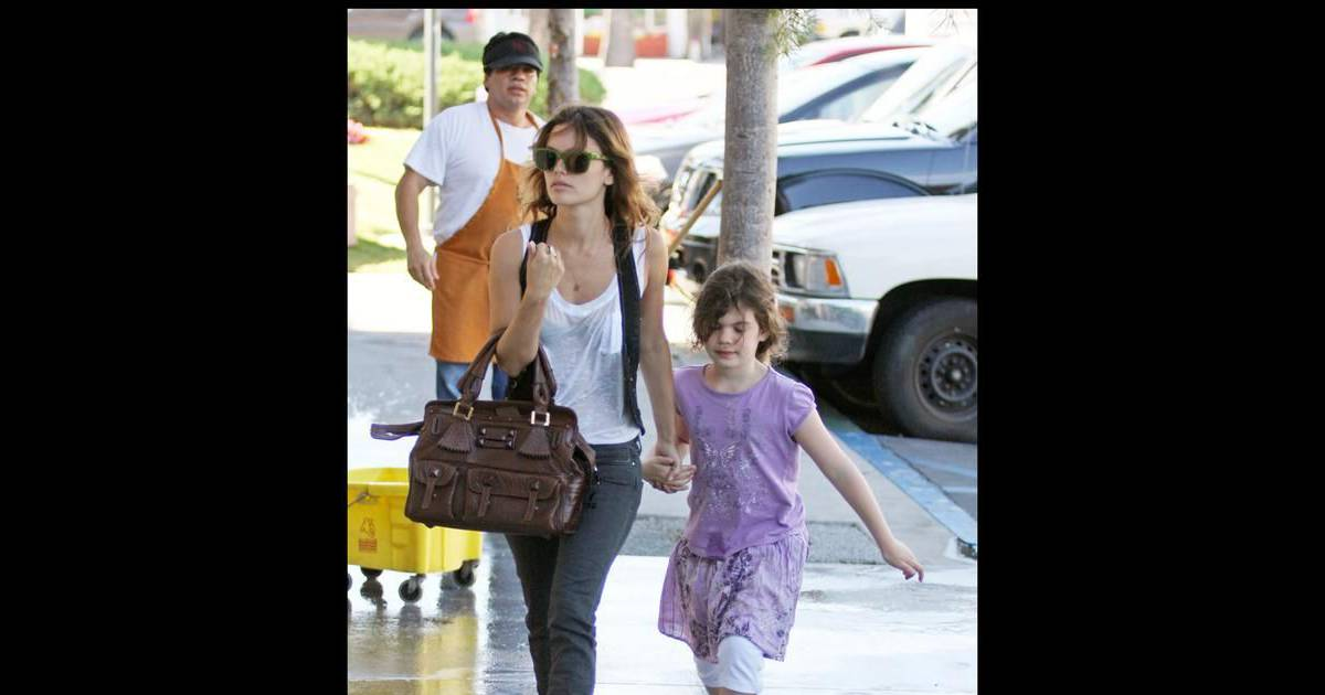 photos rachel bilson est une babysitter de charme purepeople. Black Bedroom Furniture Sets. Home Design Ideas