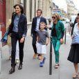 Sharon Stone, accompagnée de son fils Roan Bronstein, est allée faire du shopping avec son amie, le top model français Inès de la Fressange à Paris le 4 juillet 2013