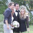 Mariage de Jimmy Kimmel et Molly McNearney à Ojai, le 13 juillet 2013. Ici on peut voir les mariés prendre la pose avec Dax Shepard et sa fiancée Kristen Bell.