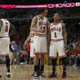 Joakim Noah et Derrick Rose lors du second match de playoff face aux Pacers de l'Indiana au United Center de Chicago le 18 avril 2011