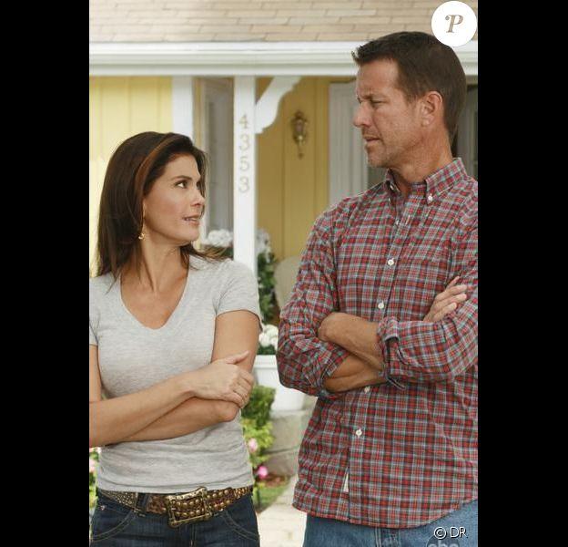 Teri Hatcher (Susan Delfino) et James Denton (Mike Delfino) dans Desperate Housewives