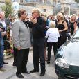 Jean Pierre Foucault et Harry Williams, fils aîné d'André Verchuren aux obsèques d'André Verchuren à Chantilly le 17 juillet 2013.