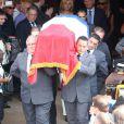La famille à la sortie de l'égliseaux obsèques d'André Verchuren à Chantilly le 17 juillet 2013.