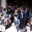 La famille à la sortie de l'èglise où se sont déroulées les obsèques d'André Verchuren à Chantilly le 17 juillet 2013