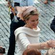 """Bain de foule pour la princesse Mathilde qui sera dans quelques heures la nouvelle reine des Belges - après le """"Te Deum"""" en la cathédrale Saints-Michel-et-Gudule à Bruxelles, le 21 juillet 2013."""