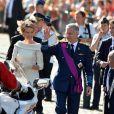 """Bain de foule pour la princesse Mathilde et le prince Philippe qui seront dans quelques heures les nouveaux roi et reine des Belges - après le """"Te Deum"""" en la cathédrale Saints-Michel-et-Gudule à Bruxelles, le 21 juillet 2013."""