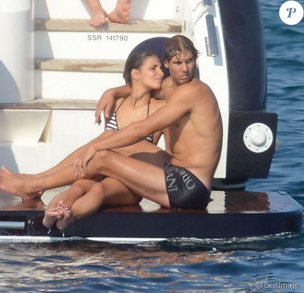 Rafael Nadal et sa compagne Xisca, amoureux en vacances au large de Majorque le 19 juillet 2013