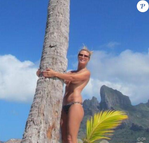 Heidi Klum a Bora Bora pose topless. Encore ! Photo postée sur Twitter