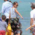 Nicole Richie, Joel Madden et leurs enfants Harlow et Sparrow se promenent sur la plage a Saint-Tropez. Le 23 juillet 2013