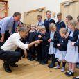 Barack Obama et David Cameron avec des écoliers de la ville d'Enniskillen, située en Irelande du Nord, lors du G8. Photo prise au mois de juin 2013.