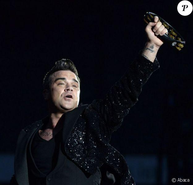 Robbie Williams lors de son concert à Hanovre en Allemagne, le 27 juillet 2013.
