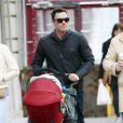 Brian Austin Green se promène avec son fils Noah à New York, le 3 avril 2013.