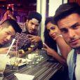 Baptiste Giabiconi lors d'une virée restaurant avec ses amis et sa nouvelle petite amie, Sarah le 16 juillet 2013.