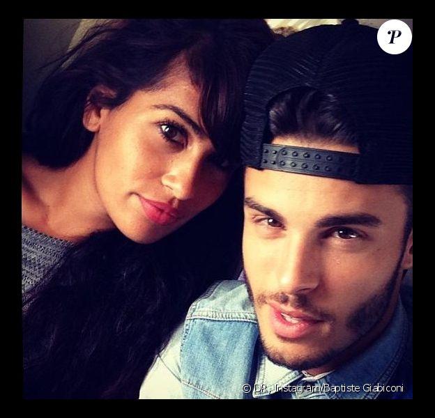 Baptiste Giabiconi s'est affiché avec sa nouvelle girlfriend sur son profil Instagram, le 26 juillet 2013.