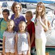 La princesse Letizia d'Espagne avec ses filles les princesses Leonor et Sofia, la reine Sofia d'Espagne à Majorque, Espagne, le 2 août 2013.