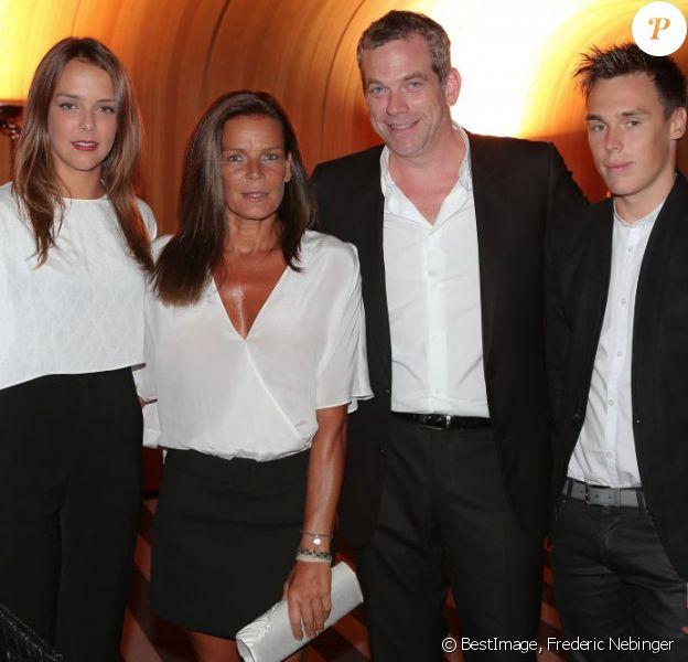 Stéphanie de Monaco organisait le 5 août 2013 au Sporting d'été de Monte-Carlo, épaulée par ses enfants Pauline et Louis Ducruet, le gala de l'association Fight Aids Monaco dont elle est la présidente. Une soirée animée par le chanteur Garou.