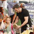 Jennifer Garner est allée faire son marché comme tous les dimanches au Farmers Market en compagnie de son mari Ben Affleck, et de leurs enfants Violet et Samuel, le 11 août 2013 à Pacific Palisades