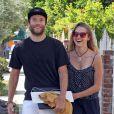 Exclusif - Teresa Palmer et son petit ami Mark Webber dans les rues de Los Angeles Le 10 mai 2013.