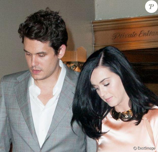 "Katy Perry, au bras de John Mayer, sort du club ""Friars Club Roast of Don Rickles"" au Waldorf Astoria à New York. Le 24 juin 2013."
