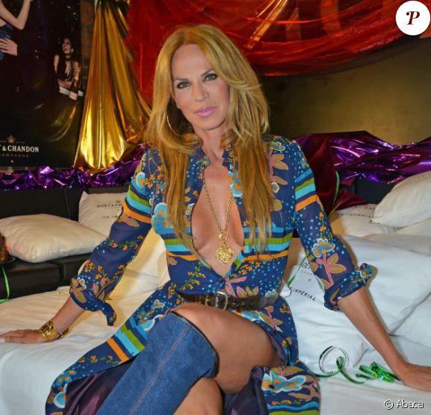 Rosalie van Breemen, ex-épouse d'Alain Delon, lors d'une soirée à thème au Pony Club de Kampen, où elle a une villa, sur l'île de Sylt dans le nord de l'Allemagne, le 17 août 2013.