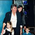 Alain Delon avec Rosalie et leurs enfants Alain-Fabien et Anouchka à Paris le 9 novembre 1996