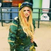 Avril Lavigne: Tête brûlée avec Billy Zane dans le clip déjanté de 'Rock N Roll'