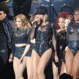 Beyoncé et ses danseurs en concert à Chelmsford, pour le V Festival. Le 17 août 2013.