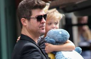 Robin Thicke : Papa cool, son petit Julian le suit aux MTV VMA 2013