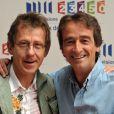 Jamy Gourmand et Frédéric Courant, coanimateurs de C'est Pas Sorcier, photographiés à Paris lors de la conférence de presse annuelle du groupe France Télévisions. Le 28 août 2008.