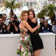 Léa Seydoux et sa partenaire Adèle Exarchopoulos pour le photocall du film La Vie d'Adèle le 23 mai 2013