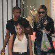 """Exclusif : Madonna, son boyfriend le danseur Brahim Zaibat, et sa grande fille Lourdes quittant le palais des Congrès où la star a assiste aux répétitions du show musical événement """"Robin des Bois"""", le 30 août 2013."""