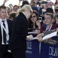 Cate Blanchett signe des autographes à l'inauguration sur les planches de Deauville, le 31 août 2013.