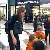 Angelina Jolie : Avec ses enfants pour une séance shopping