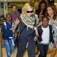 Madonna et ses enfants à l'aéroport de New York, le 3 septembre 2013. La star et sa tribu arrivent de Londres où elles ont passé quelques jours avec Brahim Zaibat.