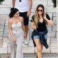 Khloé Kardashian et des amis quittent la villa de Katy Perry après une fête pour le Labor Day. Los Angeles, le 2 septembre 2013.