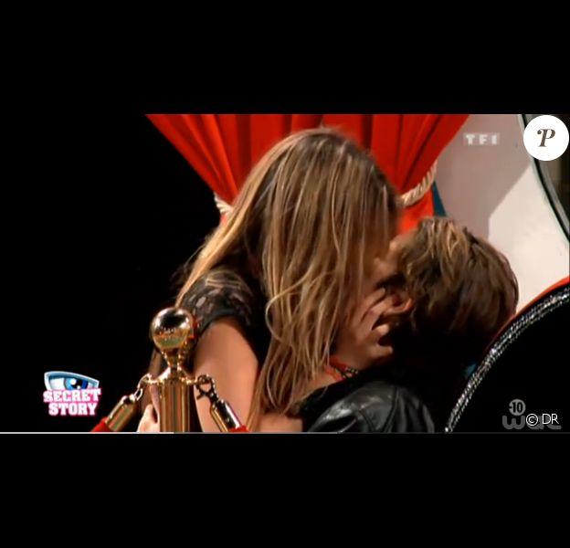 Clara veut passer à la vitesse supérieure avec Gautier dans l'hebdo de Secret Story 7 sur TF1 le vendredi 23 août 2013 - 13'33