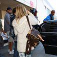 Ashley Tisdale change de voiture après son erreur, à l'aéroport de Los Angeles, le 5 septembre 2013.
