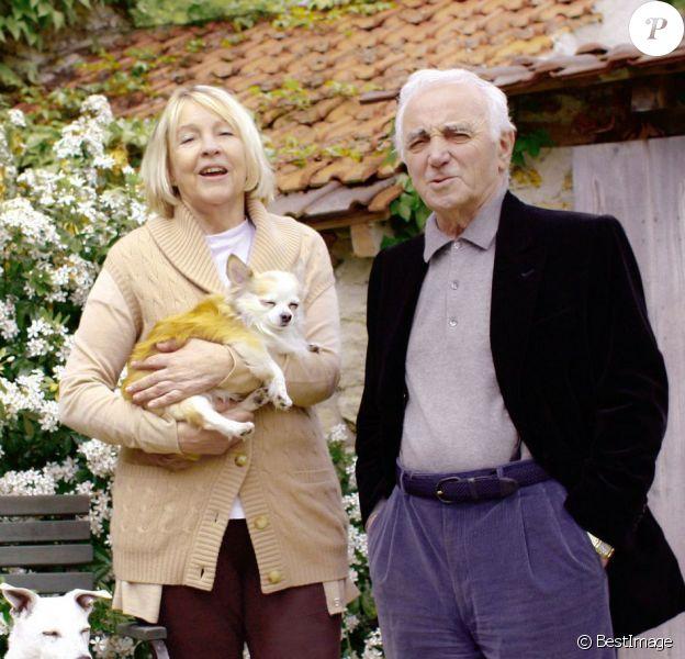 Charles Aznavour et son épouse Ulla Thorsell dans les Yvelines, le 7 mai 2009.